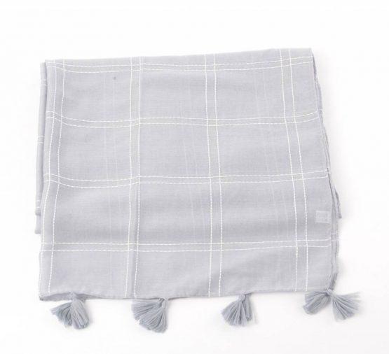 grijze sjaal met blokken