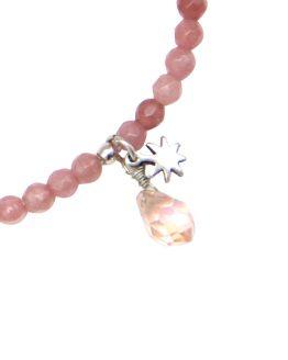roze kralen armbandje met steentje en bedeltje