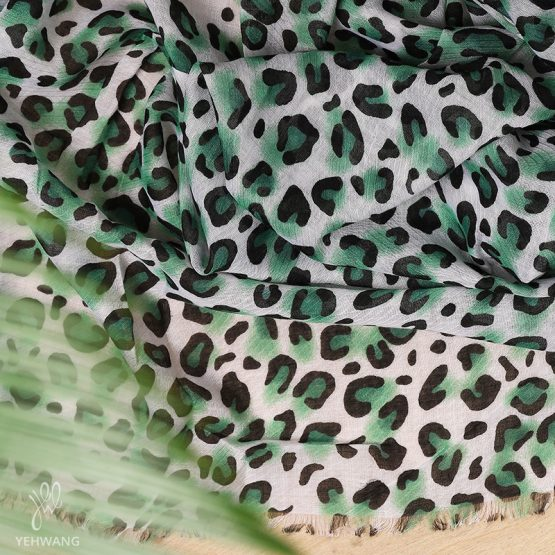groene sjaal met luipaardprint
