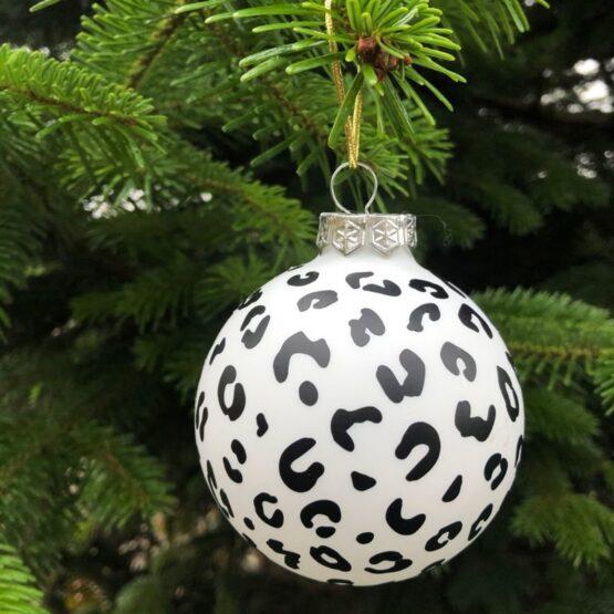 pimp je kerstballen met deze leuke panter stickers